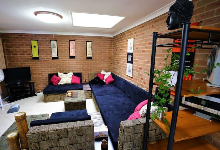 Spacious, cosy, self-contained garden studio