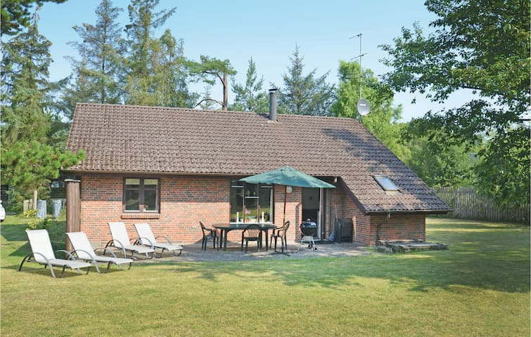Holiday cottage with 3 bedrooms on 96m² in Væggerløse