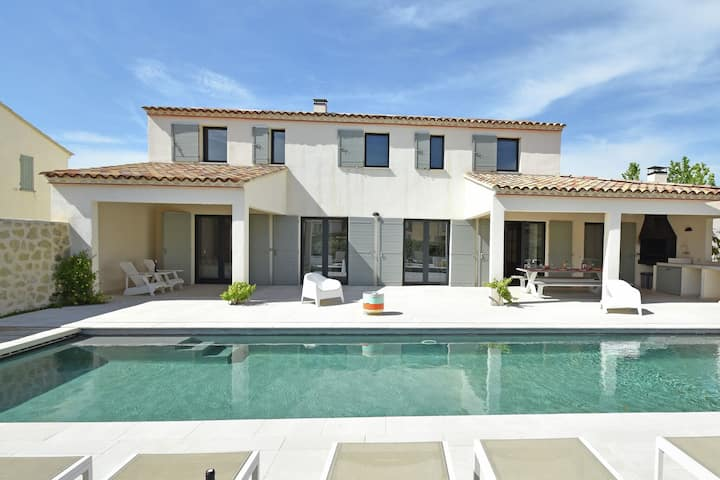 Premium Villa in Malaucène with Private Pool