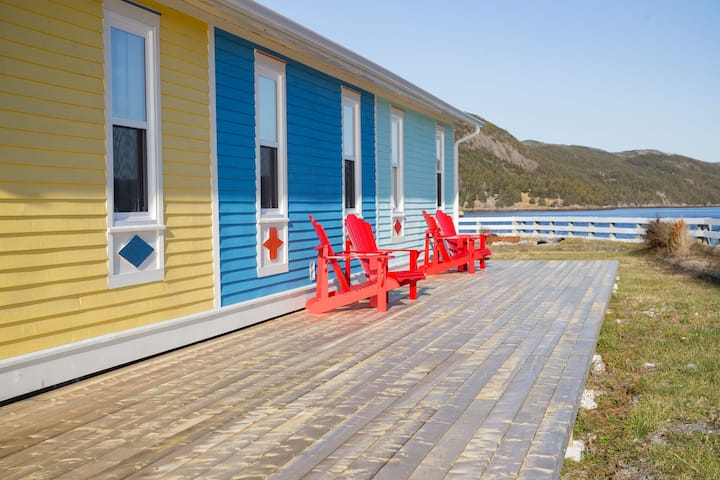 Sea Rose Cottage - beautiful 2BR next to the ocean