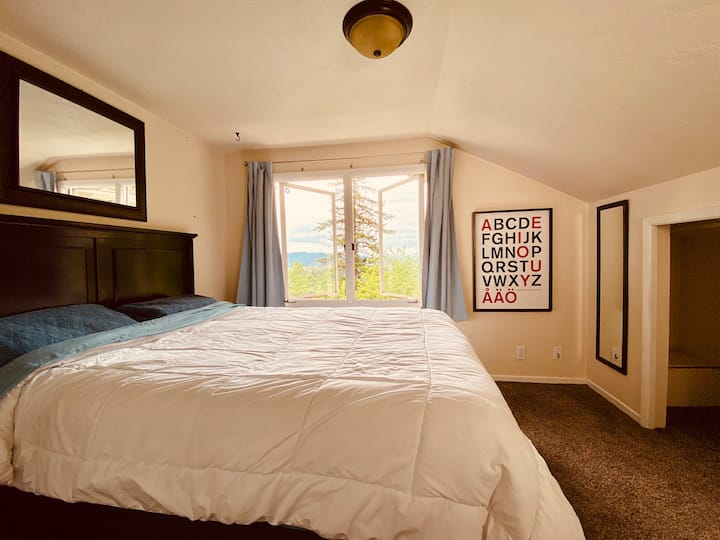 Long Term, Pet Friendly, 1 mi to UO: PRETTY SUITE