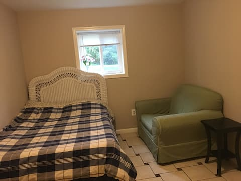 Newly Remodeled Private Bedroom #2