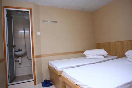 Mong Kok MTR + Clean Twin room&JK