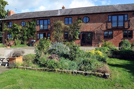 Private suite in rural Cheshire (Cholmondeley) - Cheshire East - Casa