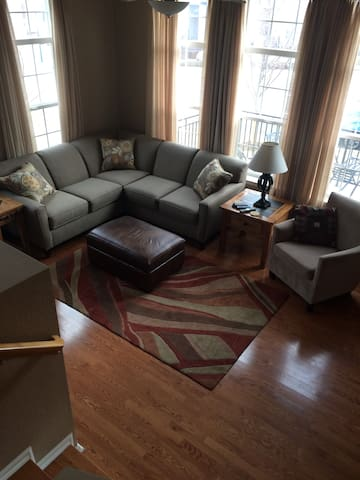 2 BEDROOM TOWNHOME IN HIGHLANDS RANCH W/ OFFICE