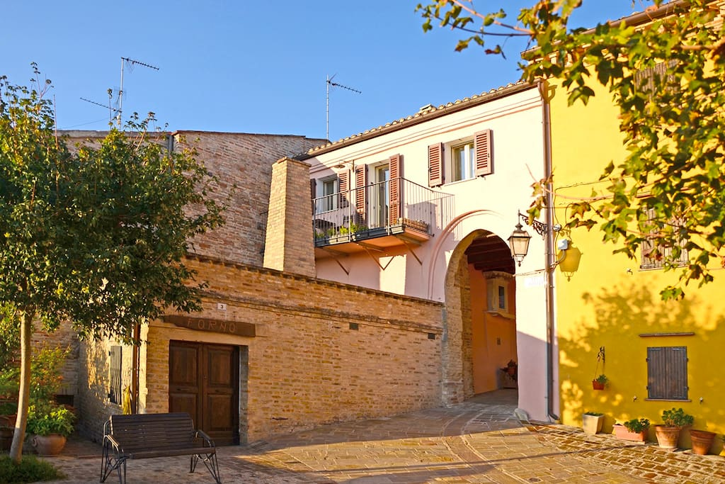 La piccola piazza/balcone del paese - the small plaza of the village