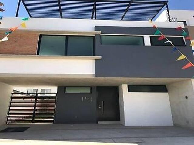 Exelente casa - Zapopan - Huis