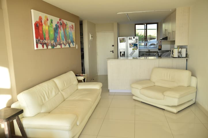 Tranquil Apartment with Sea Views - Durban - Lejlighed