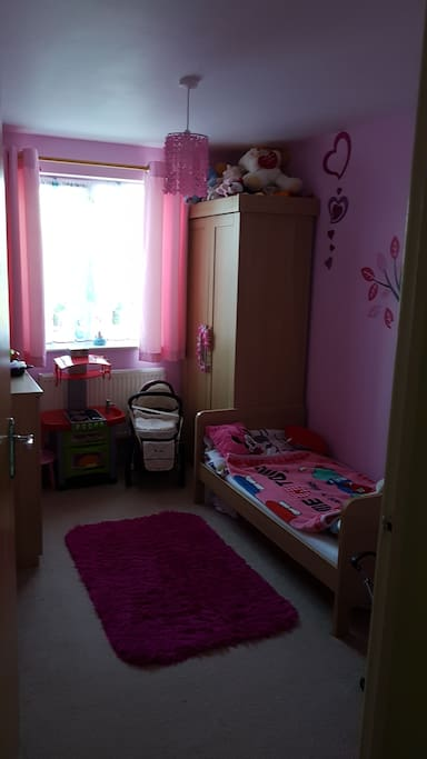 Kids bedroom. Is only one bed but also we could add travel cot or single mattress