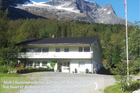Sæter Gård ved Hellesylt, Geiranger-fjord, fjell