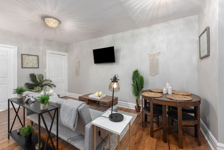 Upscale 2BR Tower Grove Getaway