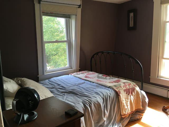 Comfy bedroom in West Keene