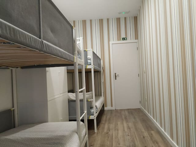 Majestic Hostel Porto (4 beds Dormitory Room )