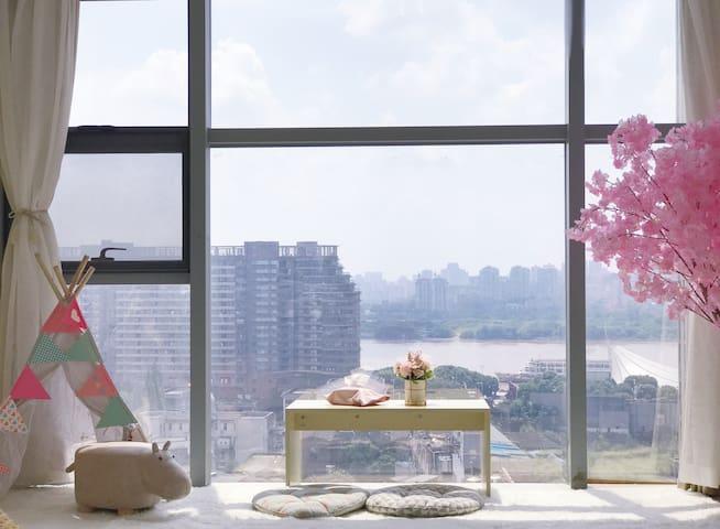 【特惠·心做】江景全景落地窗 五一广场ifs市中心 和风榻榻米 樱花烹茶 地铁口 小吃环绕 高级公寓