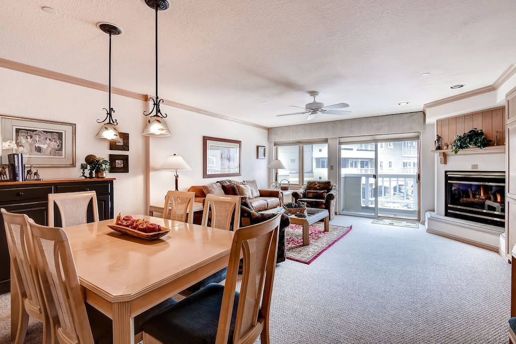 1 Bedroom condo beautiful open plan dining area