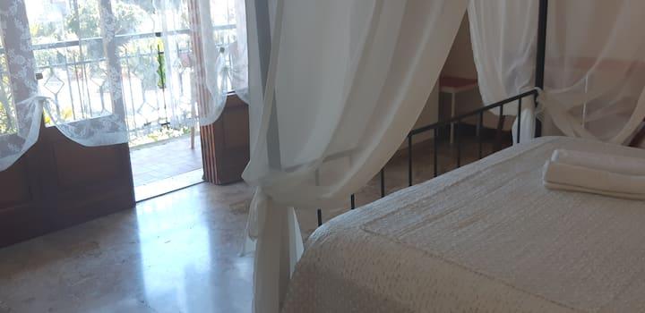 Pisa: 2 CAMERE 4 PERSONE 1 BAGNO IN COMUNE ESTERNO