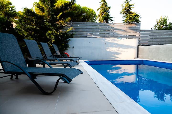 Seaview Villa with pool near beach, Athens Airport