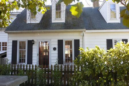Heartsworth Cottage - Walk to Town - Onancock - House