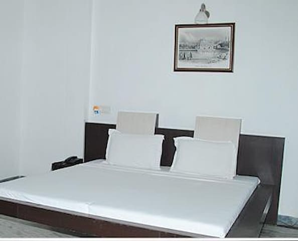 Gurjeet Guest House ,Near Golden Temple Amritsar - Amritsar