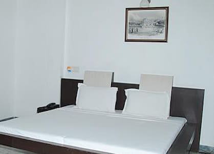 Gurjeet Guest House ,Near Golden Temple Amritsar - Amritsar - Guesthouse