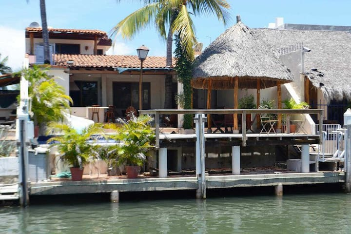 Casa Canal #133