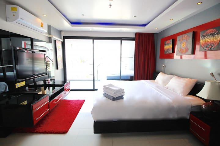 1 Bedroom Condominium 64Sqm in Bangla Road, Patong