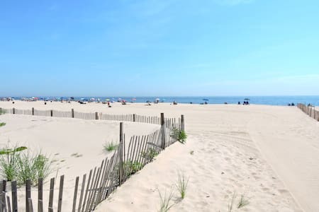 Gorgeous Beach House Steps From Ocean! - Point Pleasant Beach - บ้าน