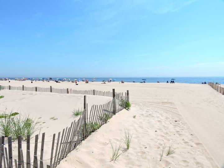 Seaside Family Paradise - 3 Min. Walk to Beach!