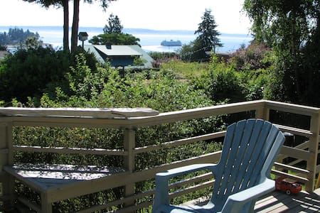 Great water views-walk to ferry/town-GALLERY HOUSE - Bainbridge Island - Maison