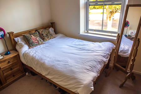 Spacious room in South Liverpool - Liverpool