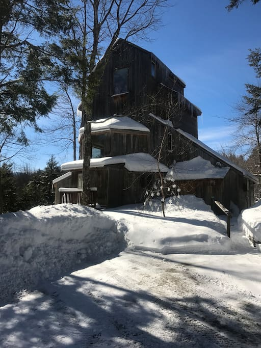 The Vermont Treehouse in winter