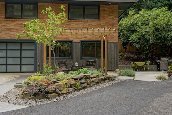 #StayInMyDistrict Multnomah Village Modern Retreat