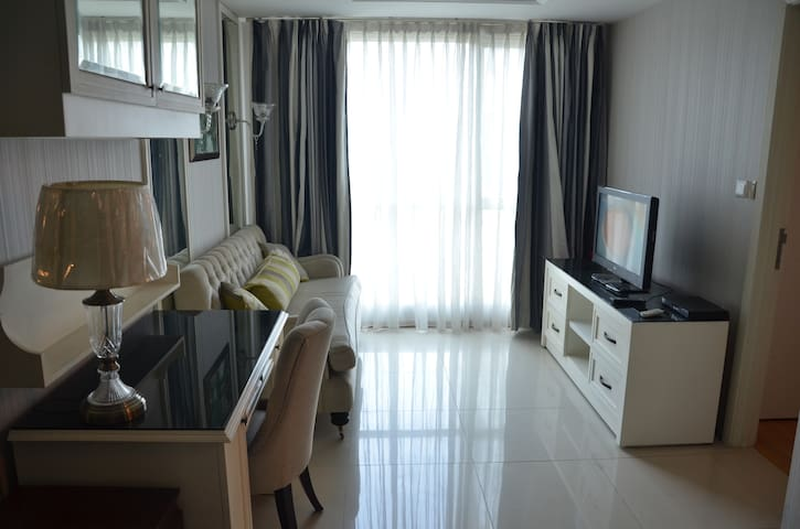 Comfy and spacious 1 BR apartment-South Jakarta - Tebet - Daire