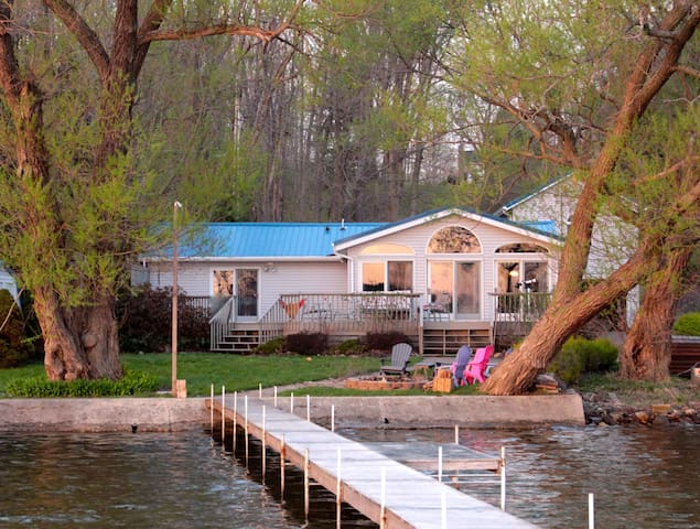 Lakefront Home w/Private Dock - Mayville - Ház