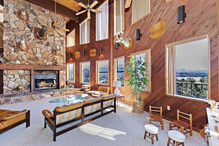 Skyfall Retreat: Serenity & Splendor at this Steel Built Estate on 3 Acres! Breathtaking Views!