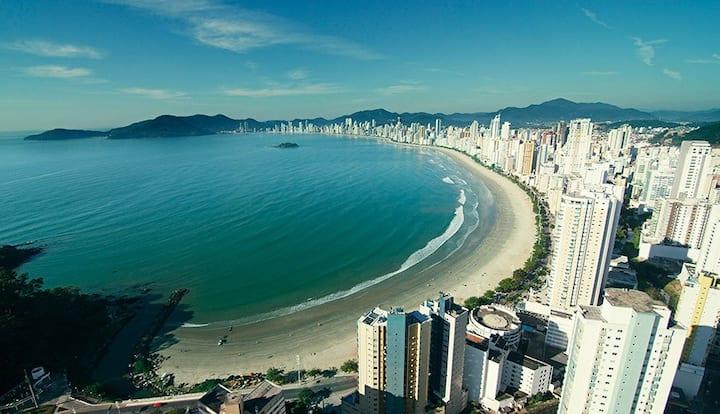 Balneário Camboriú ap a 200 metros da praia/centro