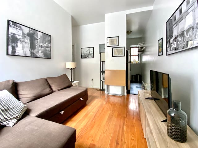 Walk to Central Park! Prime UES Luxury Apartment!