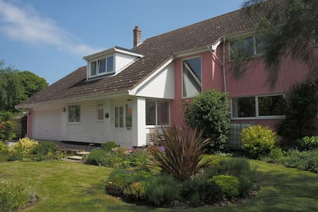 Strawberry Hill B&B - the pink house on the hill. - Wenhaston - Bed & Breakfast