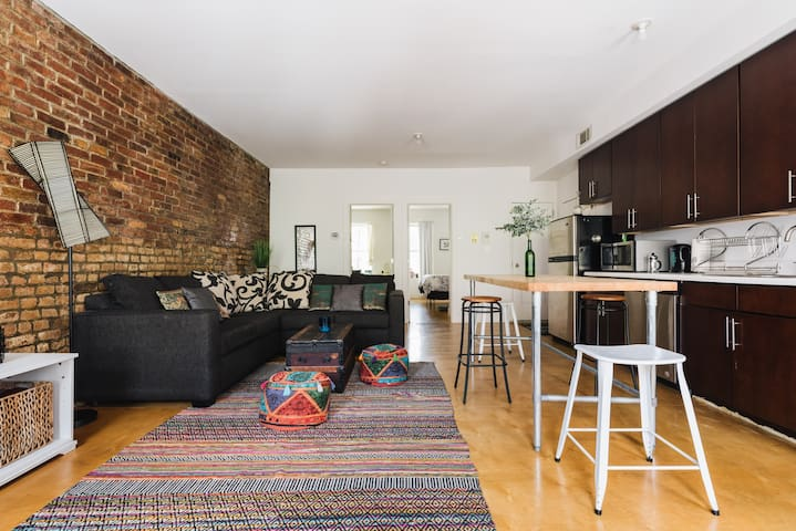 Spacious and Bright 2 bd Waterfront Williamsburg