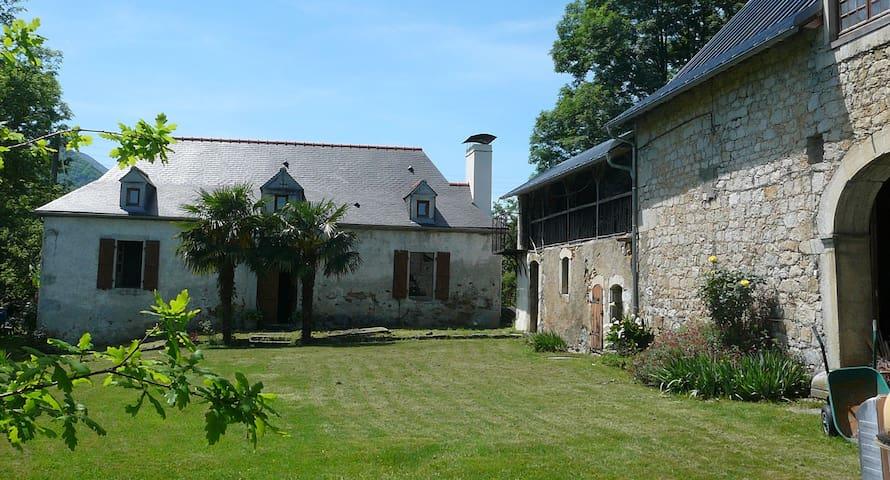 chambre partagée - Pyrénées-Atlantiques - House