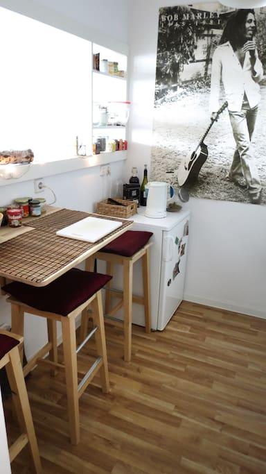 eat in an open kitchen