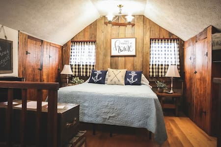 Bertha's Cabin: Rustic Ohio River Retreat