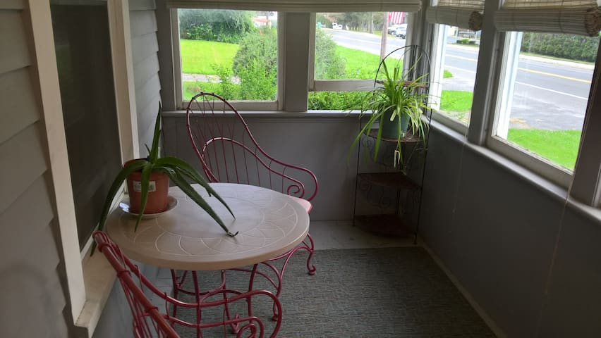 The Guests House, Pet Friendly, Central, Near Lake