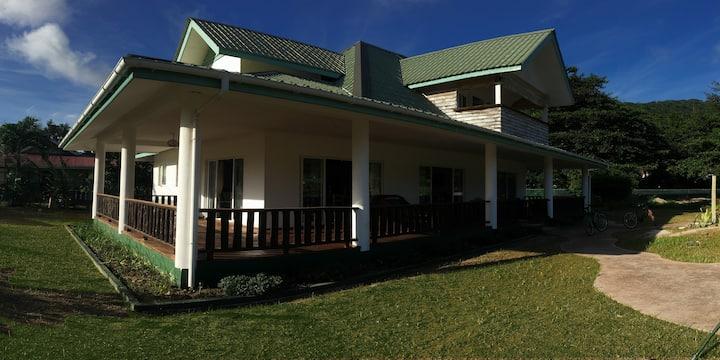 Casa Livingston - Luxury Villa. La Passe, La Digue