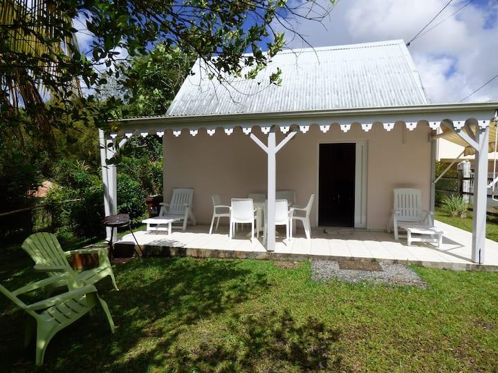 F4 à proximité des plages du sud de la Martinique