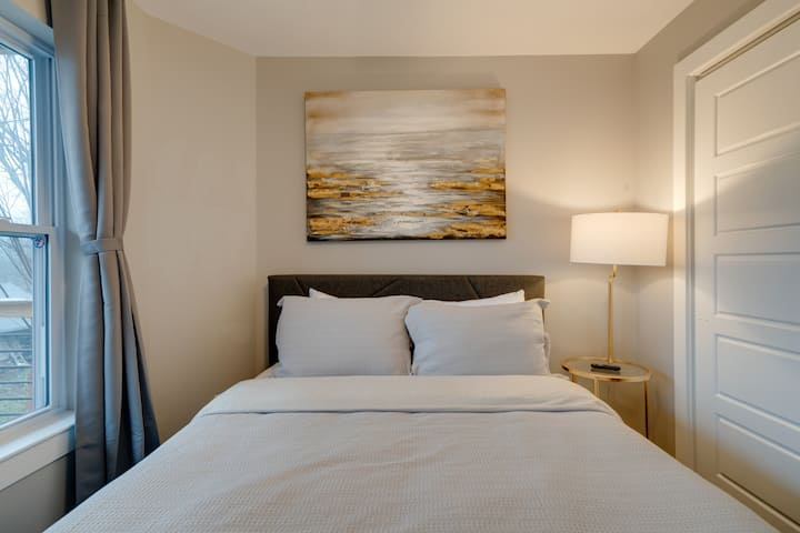 Private Suite w/ Queen Bed! All Amenities