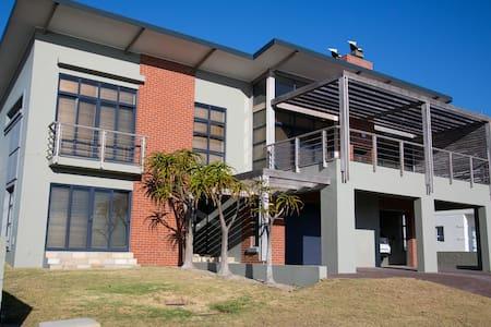 Modern beach house on the Cape West Coast - Изерфонтейн - Дом