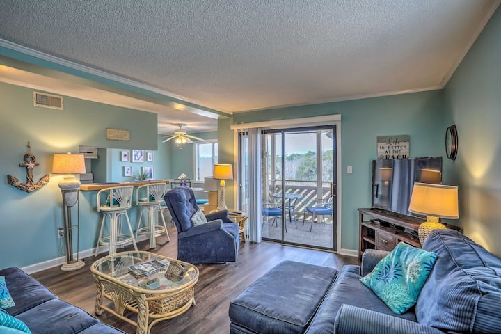 NEW! Sunny Seaside Condo: Patio, Pool & Proximity!