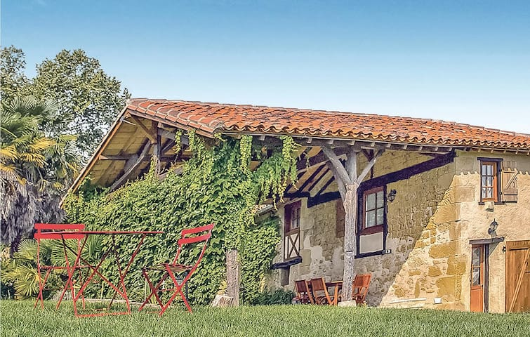 Stunning home in Masseube with Sauna, WiFi and Outdoor swimming pool
