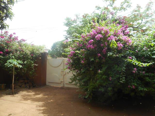 Villa Veenem - quartier Wentemga- centre ville - Ouagadougou - Villa